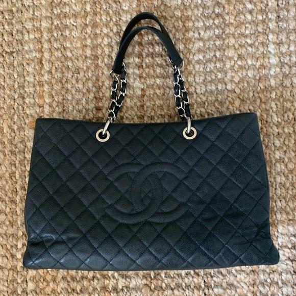 CHANEL Handbags - Chanel XL Jumbo GST SHW